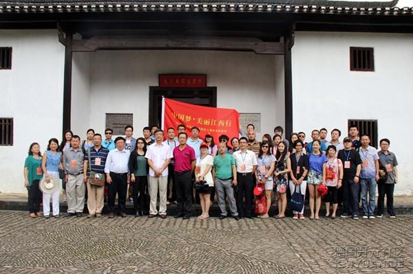 中国新闻社社长刘北宪率世界五大洲19个国家和地区的36家海外华文媒体的老总、编辑、记.jpg