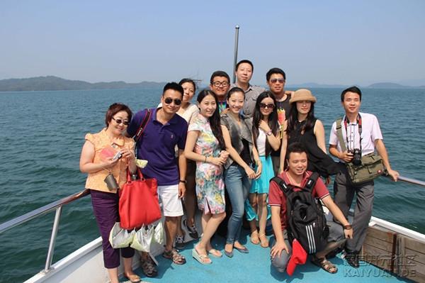 30日,来自世界五大洲19个国家和地区的36家海外华文媒体的老总、编辑、记者走进江西九.jpg