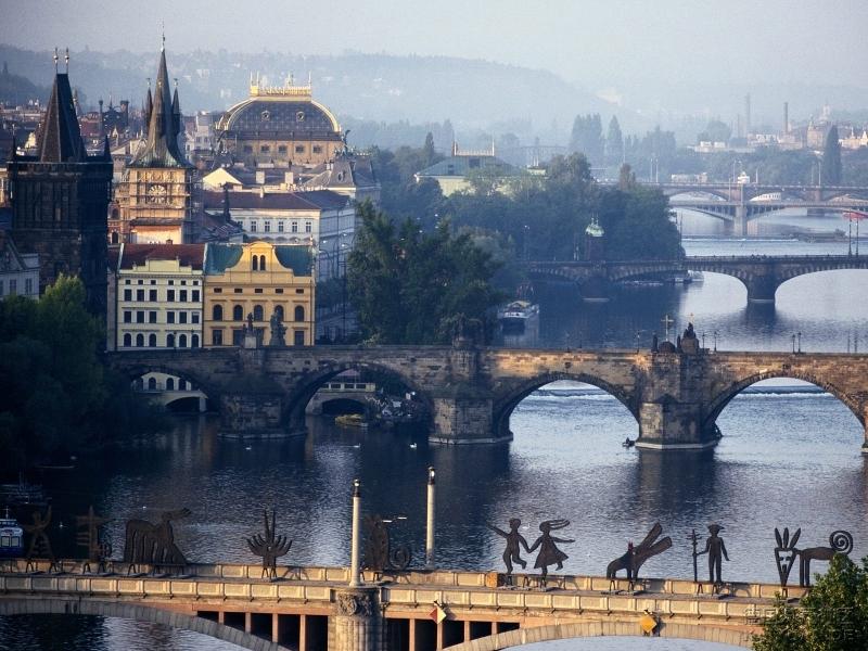 布拉格 伏尔塔瓦河壁纸.jpg